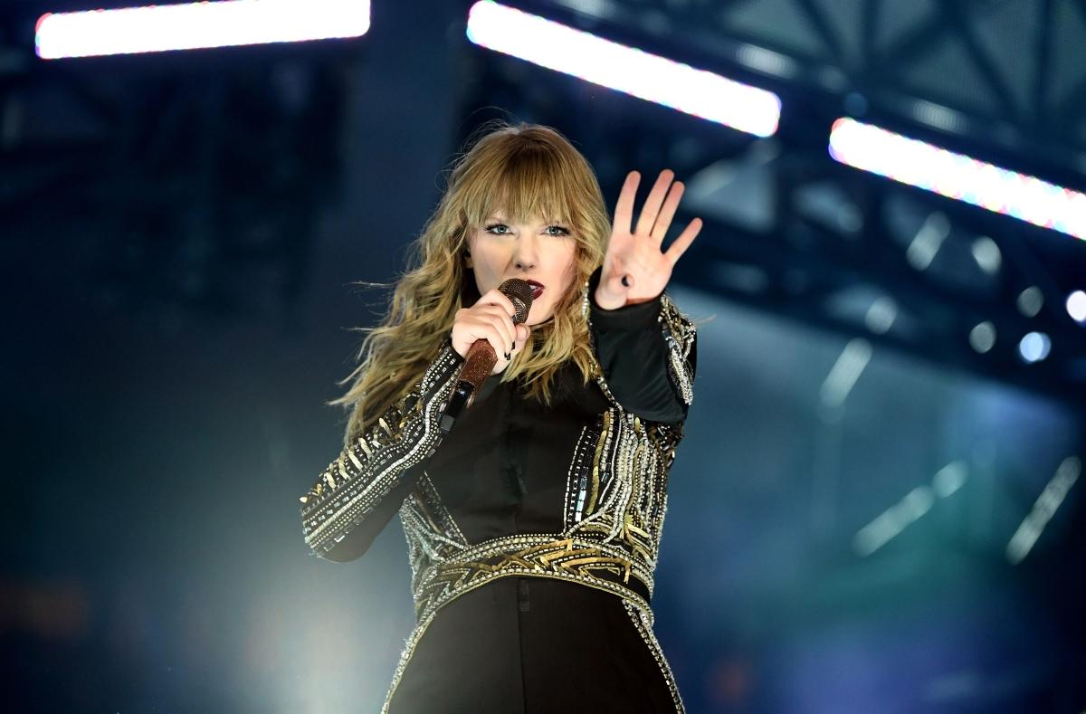 Taylor Swift: Είναι η γυναίκα καλλιτέχνης με τα περισσότερα βραβεία στην ιστορία των American Music Awards! | tlife.gr