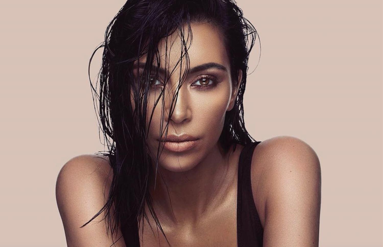 Η Kim Kardashian λέει ότι παραείναι διάσημη για να μπερδεύουν τα καλλυντικά της με άλλα brand! | tlife.gr