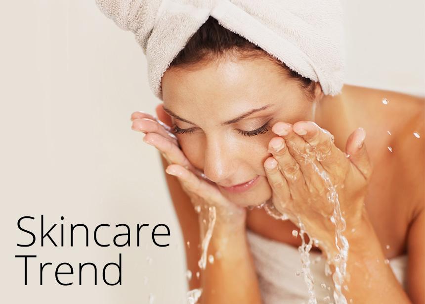 Fizzi Face Cleanse: η νέα τάση θέλει να πλένουμε το πρόσωπό μας με… ανθρακούχο νερό (και γιατί θα το κάνουμε asap)! | tlife.gr