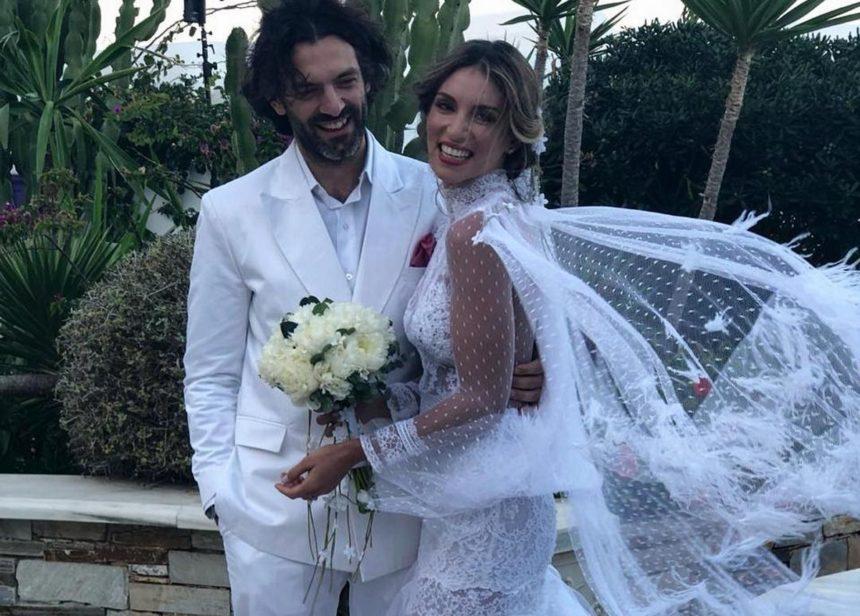 Αθηνά Οικονομάκου: Ποια ηθοποιός έπιασε τη νυφική ανθοδέσμη στον γάμο της στην Μύκονο; [pic] | tlife.gr