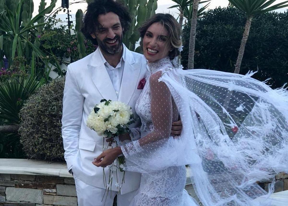 Αθηνά Οικονομάκου: Ποια ηθοποιός έπιασε τη νυφική ανθοδέσμη στον γάμο της στην Μύκονο; [pic]   tlife.gr