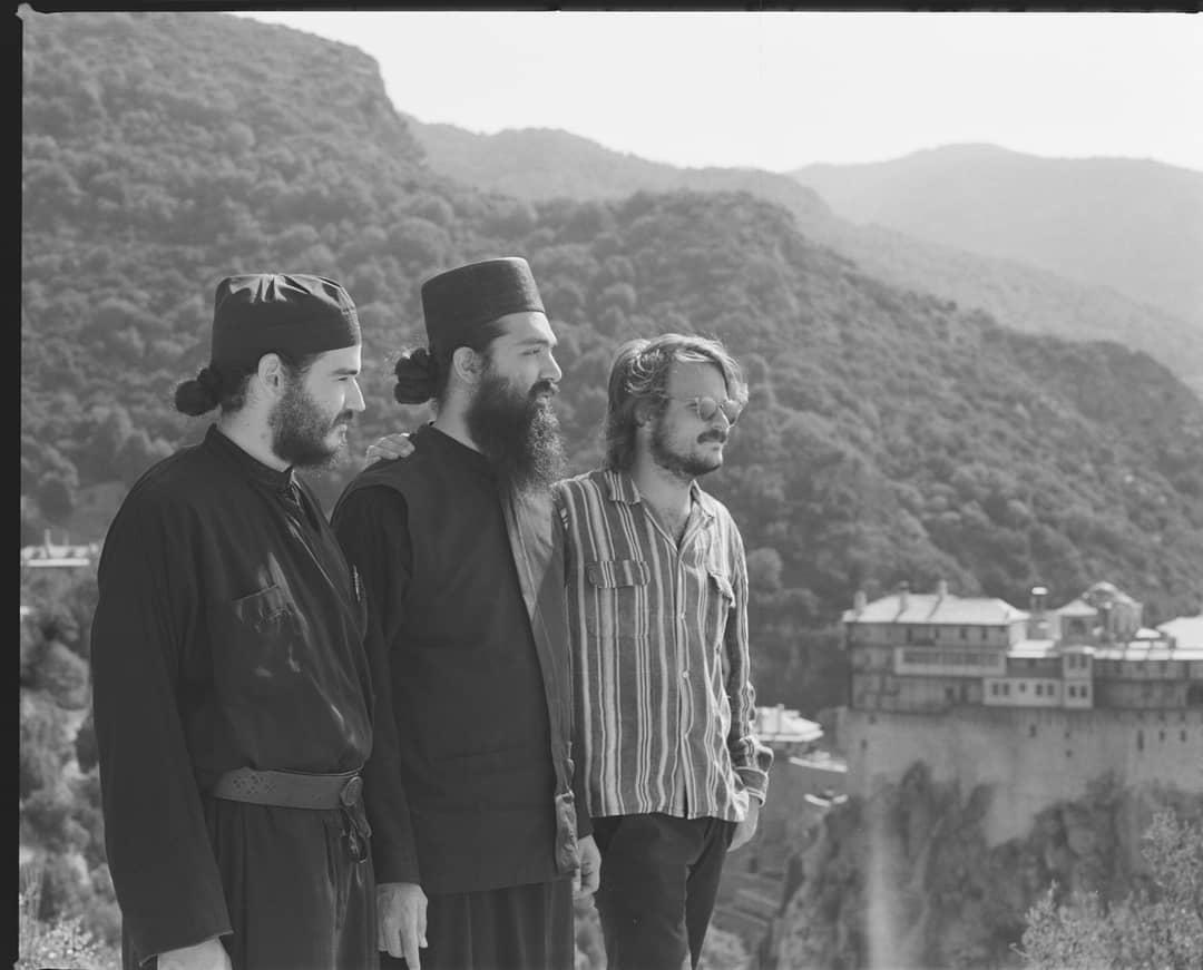 Νικόλας Νιάρχος: Ταξίδι στην Ελλάδα και το Άγιον Όρος για τον γοητευτικό εγγονό του αείμνηστου Σταύρου Νιάρχου! | tlife.gr