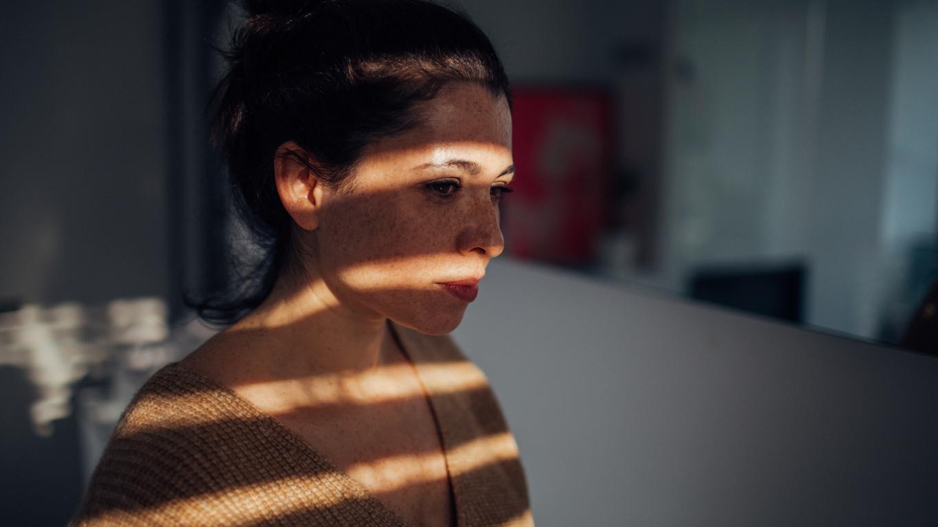 Άτυπη κατάθλιψη: Πώς να αναγνωρίσετε εγκαίρως τα συμπτώματα | tlife.gr