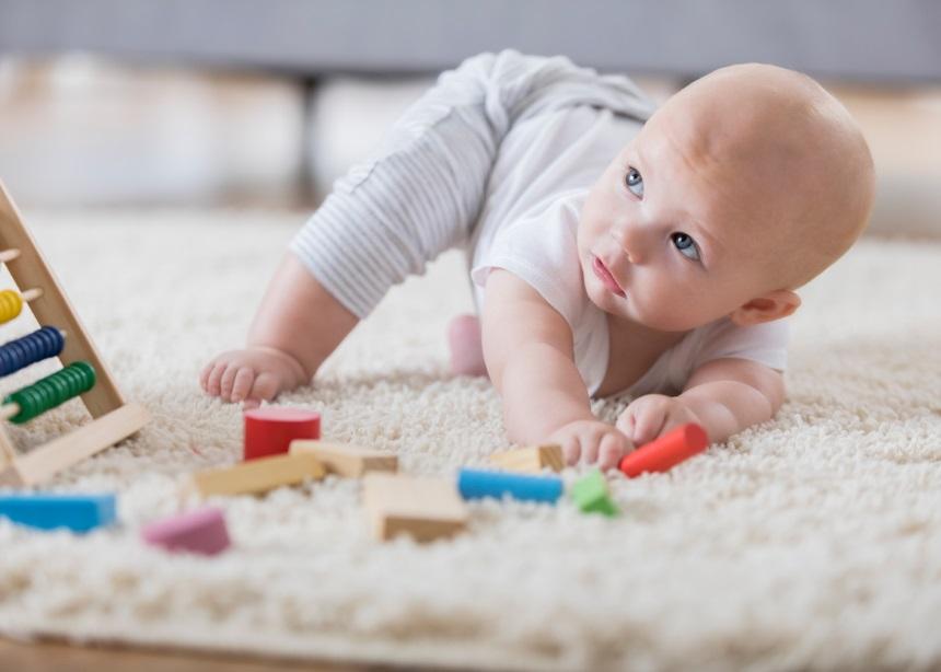 Πώς θα βοηθήσεις το μωρό σου να αναπτύξει τις κινητικές δεξιότητές του στο σπίτι   tlife.gr