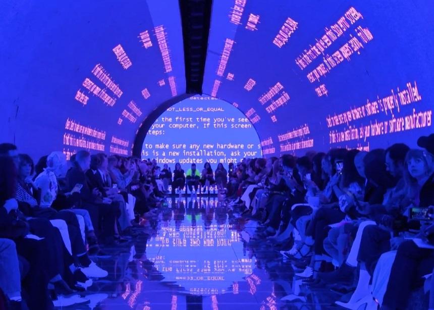 Balenciaga S/S '19: Το εκθαμβωτικό show που παρουσιάστηκε στο… εσωτερικό ενός υπολογιστή!