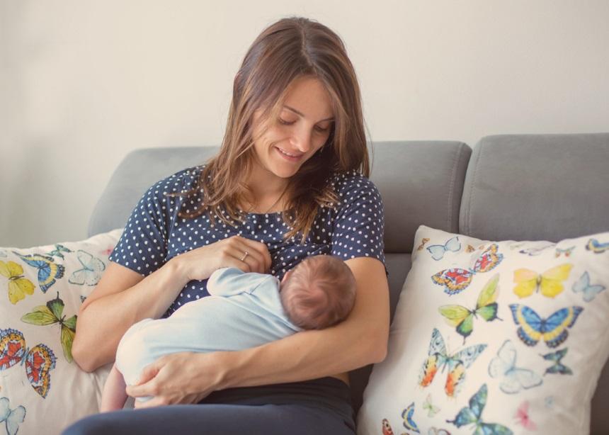 Μητρικός θηλασμός Vs Θήλαστρο: Έρευνα κάνει το crash test και υποστηρίζει τον θηλασμό