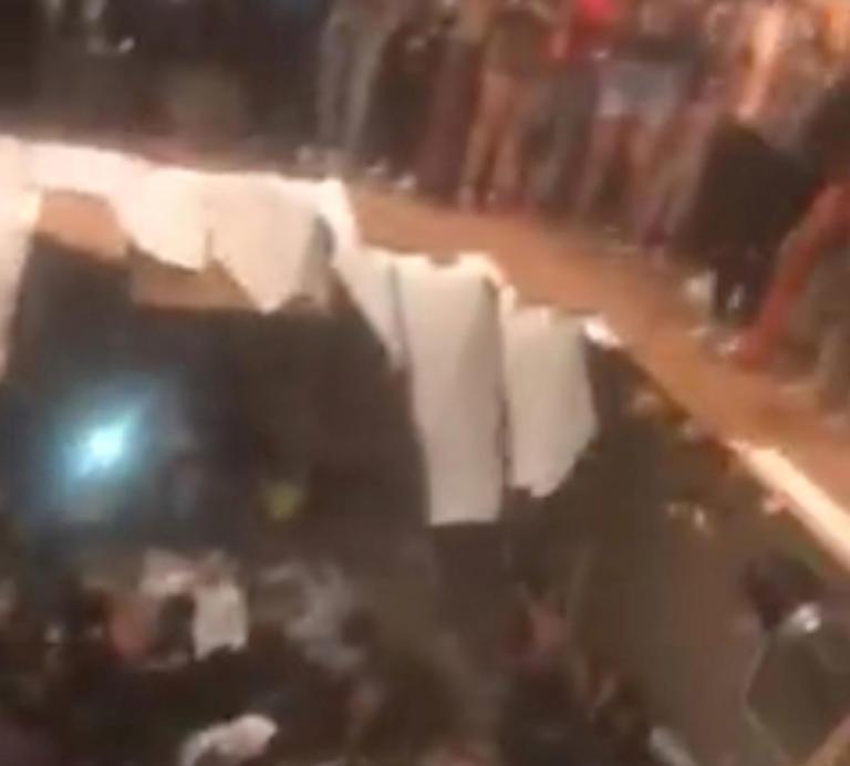 Εικόνες σοκ! Η στιγμή που υποχωρεί το πάτωμα σε κλαμπ | tlife.gr
