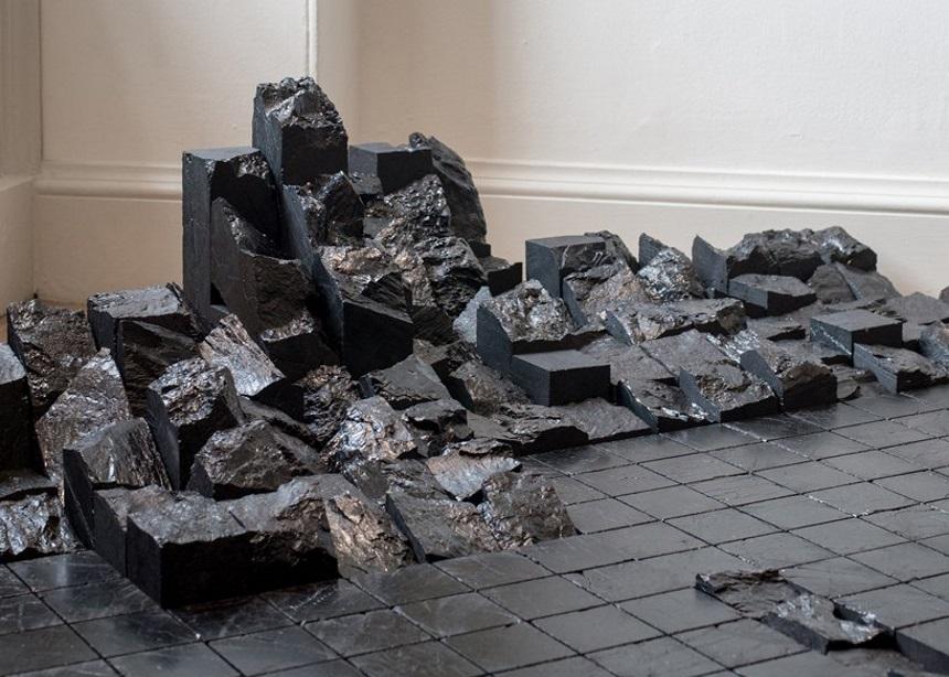 Coal: Post-Fuel, μία συλλογή για το σπίτι φτιαγμένη από… κάρβουνο | tlife.gr