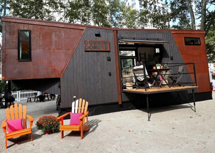 """The Home That Runs on Dunkin': Το πρώτο σπίτι που """"καίει"""" κόκκους καφέ για ενεργειακή αυτονομία   tlife.gr"""