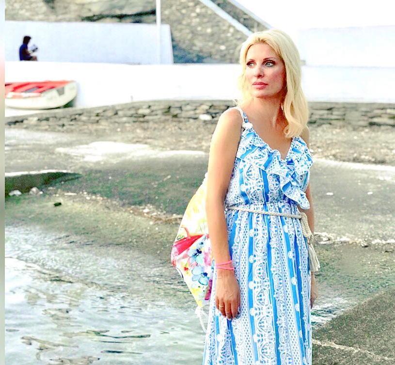 Ελένη Μενεγάκη: Απόδραση στην Άνδρο! Στην παιδική χαρά με την μικρή Μαρίνα! [pic] | tlife.gr