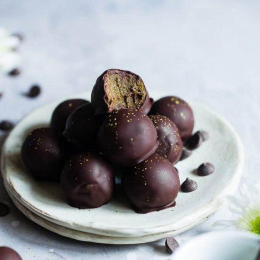 Energy balls με matcha και σοκολάτα | tlife.gr