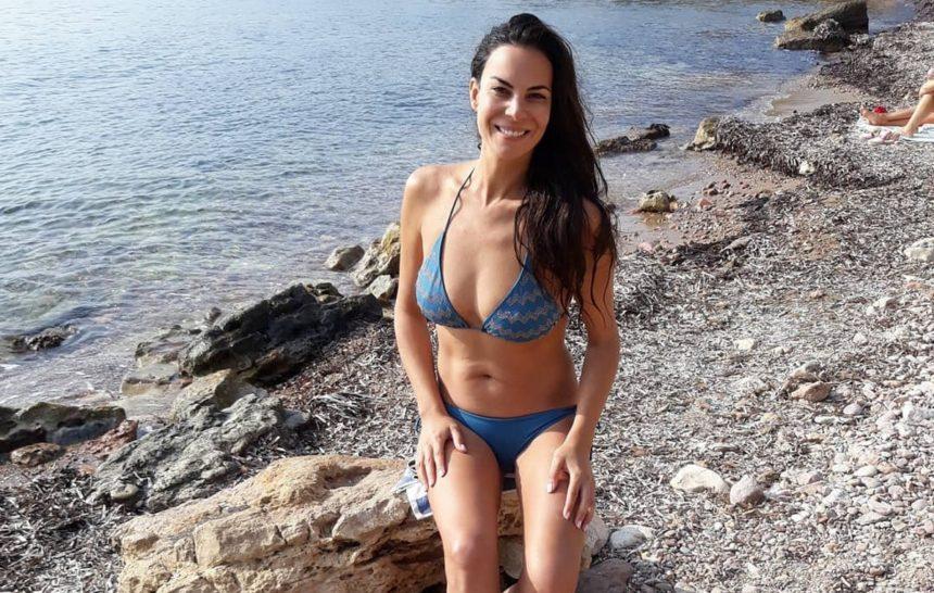 Εύη Βατίδου: Με σέξι μπικίνι στην παραλία της Βουλιαγμένης! [pic]   tlife.gr