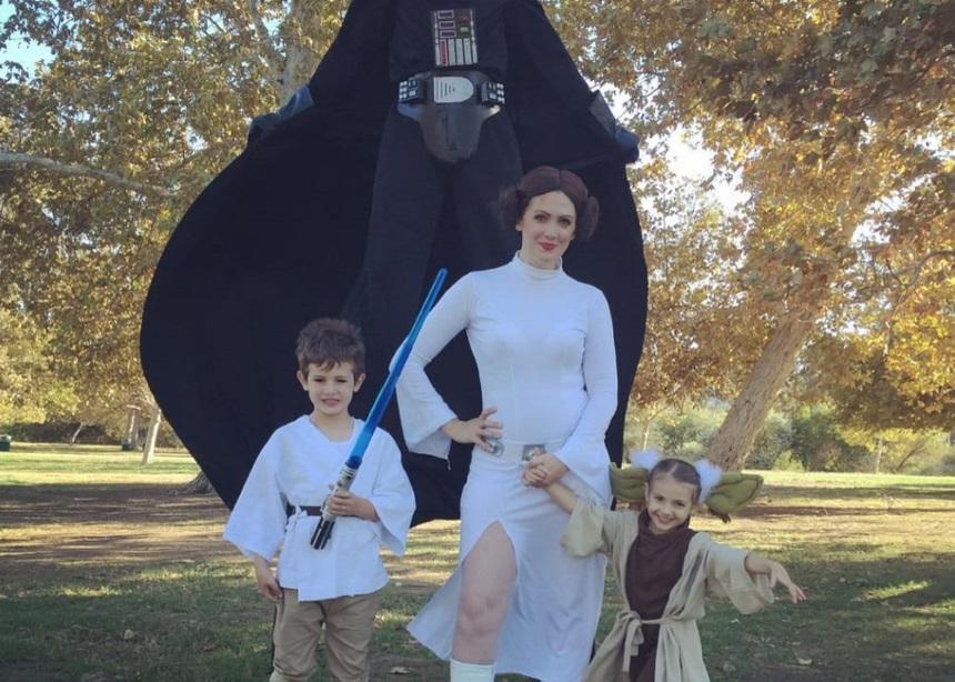 """Αυτές οι οκτώ οικογένειες """"σκίζουν"""" με τις ομαδικές Halloween στολές τους"""