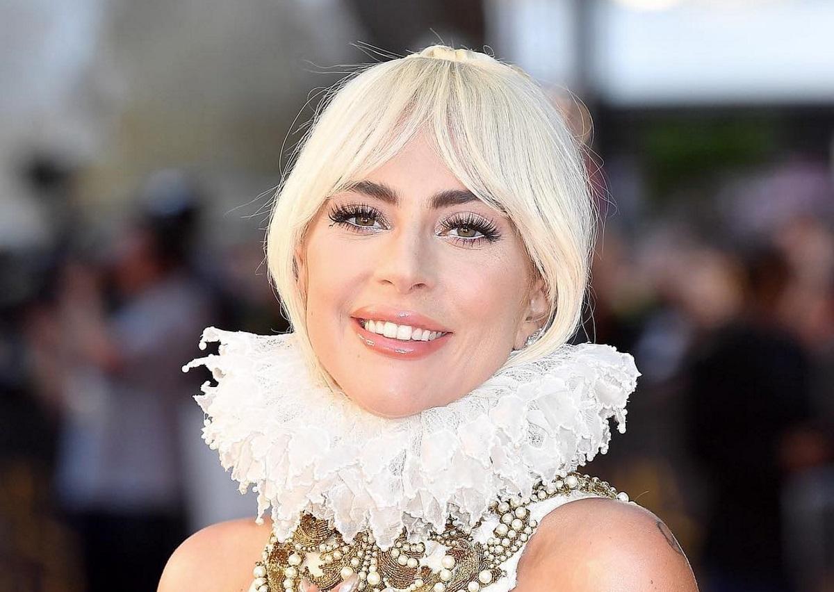 Lady Gaga: Μόλις επιβεβαίωσε τον αρραβώνα της με τον σύντροφό της! [pic] | tlife.gr