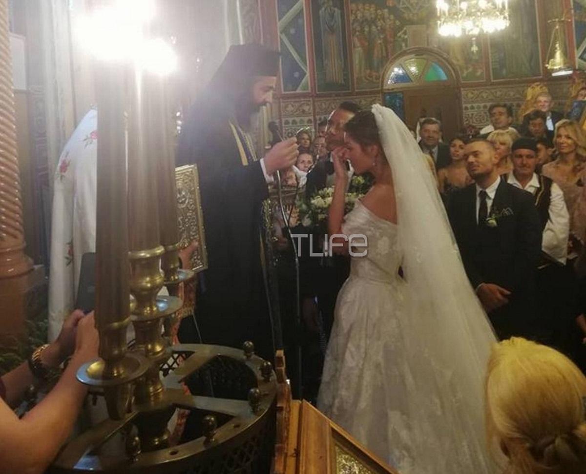 Η συγκίνηση της Μαρίας Μενούνος κατά τη διάρκεια της θρησκευτικής τελετής – Φωτογραφίες