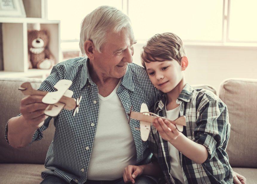 Παππούδες και εγγόνια: Πέντε επιστημονικοί λόγοι που κάνουν την σχέση απαραίτητη | tlife.gr