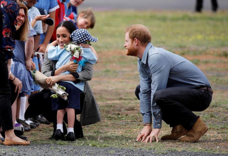 Aγοράκι με σύνδρομο Down έκανε τον πρίγκιπα Χάρι και τη Μέγκαν Μαρκλ να… λιώσουν! Video | tlife.gr