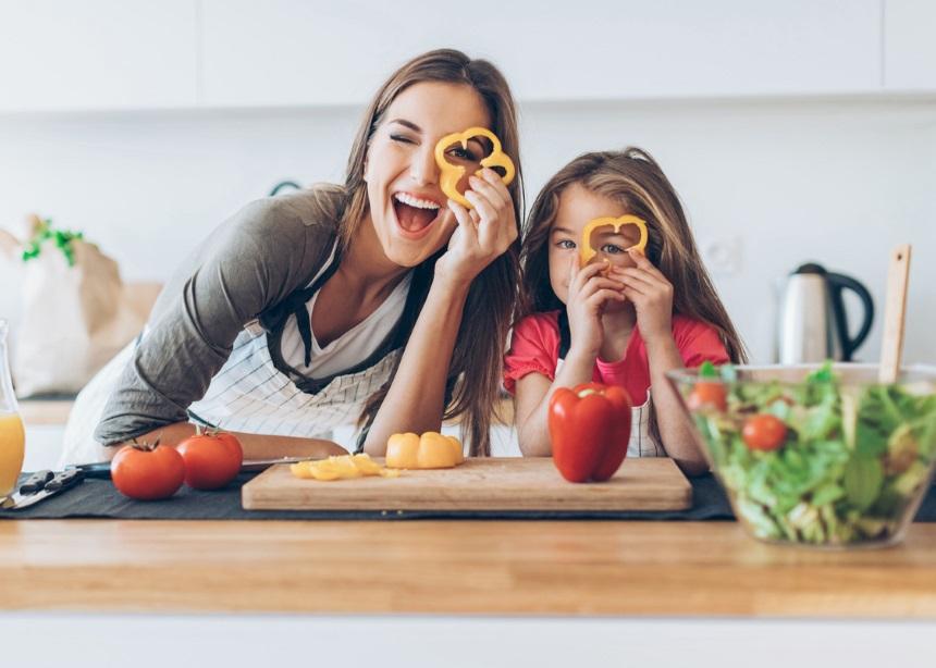 Παιδική διατροφή: Πέντε tips για να μεγαλώσεις έναν περιπετειώδη… γευσιγνώστη!   tlife.gr