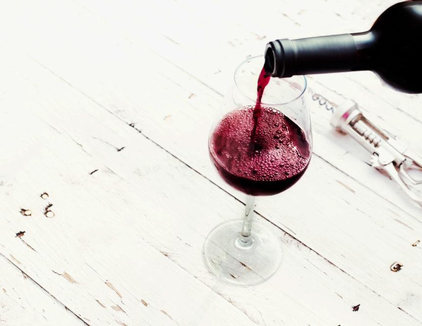 Wine hair: το χρώμα μαλλιών που μπορείς να κάνεις αν είσαι καστανή και θέλεις αλλαγή!   tlife.gr