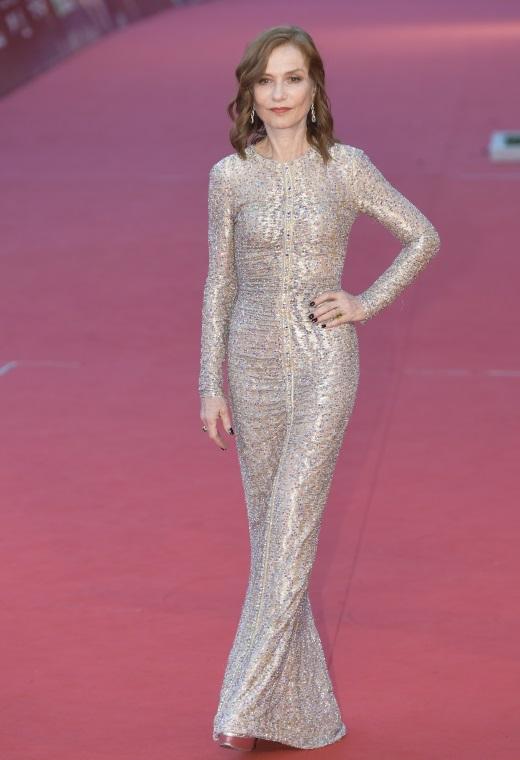 Η Isabelle Huppert με Armani Prive   tlife.gr