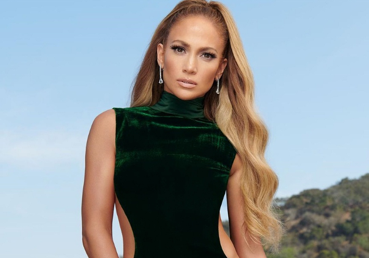 Jennifer Lopez: Ποζάρει ημίγυμνη για γνωστό περιοδικό και μας δείχνει τους διάσημους γλουτούς της [pic]   tlife.gr
