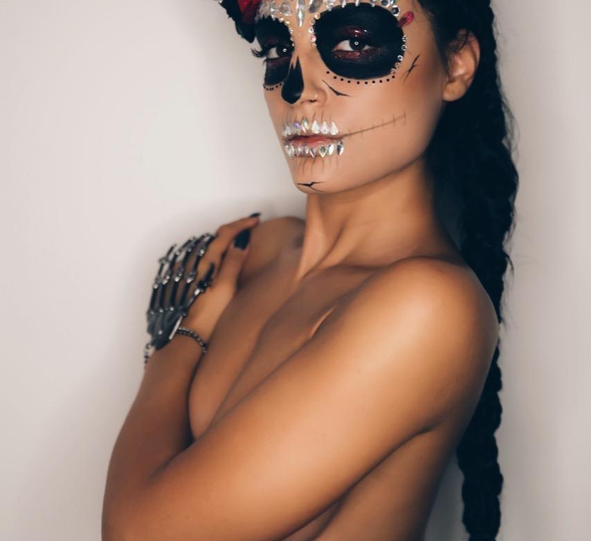 Η Εμμανουέλα των Kings, γυμνή για το halloween! Φωτογραφίες | tlife.gr