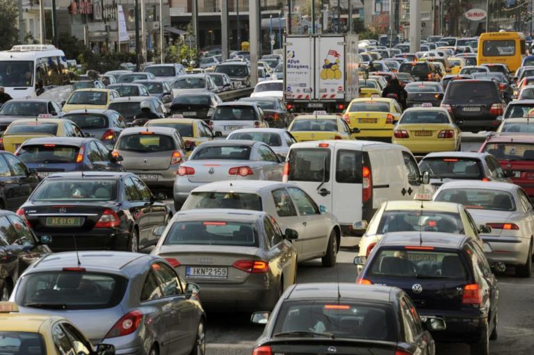 Κίνηση: Κόλαση στους δρόμους – Ατελείωτο πάρκινγκ η Αττική