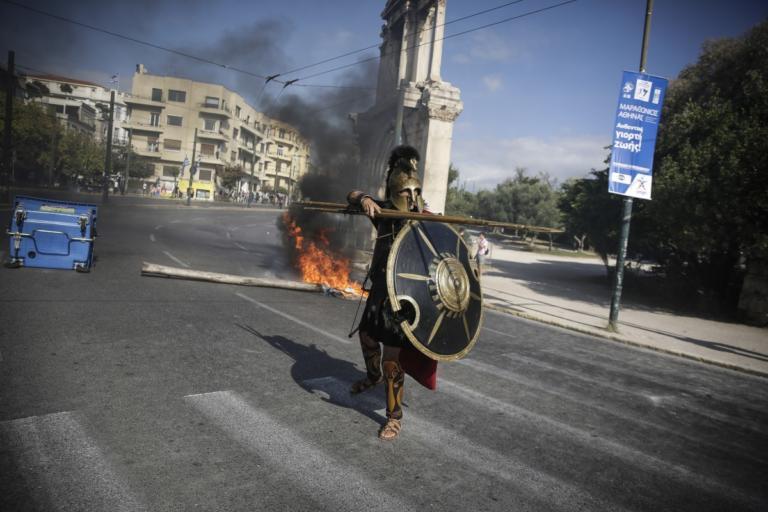 Επεισόδια: «Τρέλα» με τον… Λεωνίδα στους Στύλους του Ολυμπίου Διός! [pics] | tlife.gr