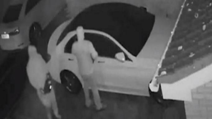 Ληστές… «hi-tech» – Πώς κλέβουν πολυτελή αυτοκίνητα τελευταίας τεχνολογίας με ένα «κλικ» – Αποκαλυπτικά βίντεο | tlife.gr