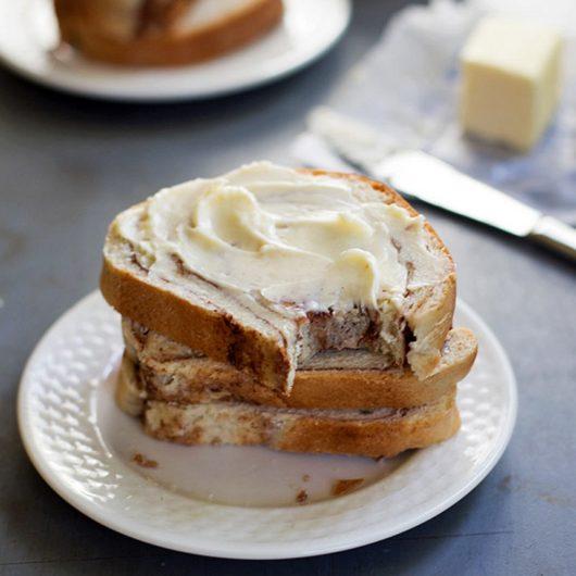 Γλυκό ψωμί με κανέλα και ζάχαρη | tlife.gr