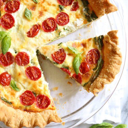 Αλμυρή τάρτα με λαχανικά και πανδαισία τυριών | tlife.gr