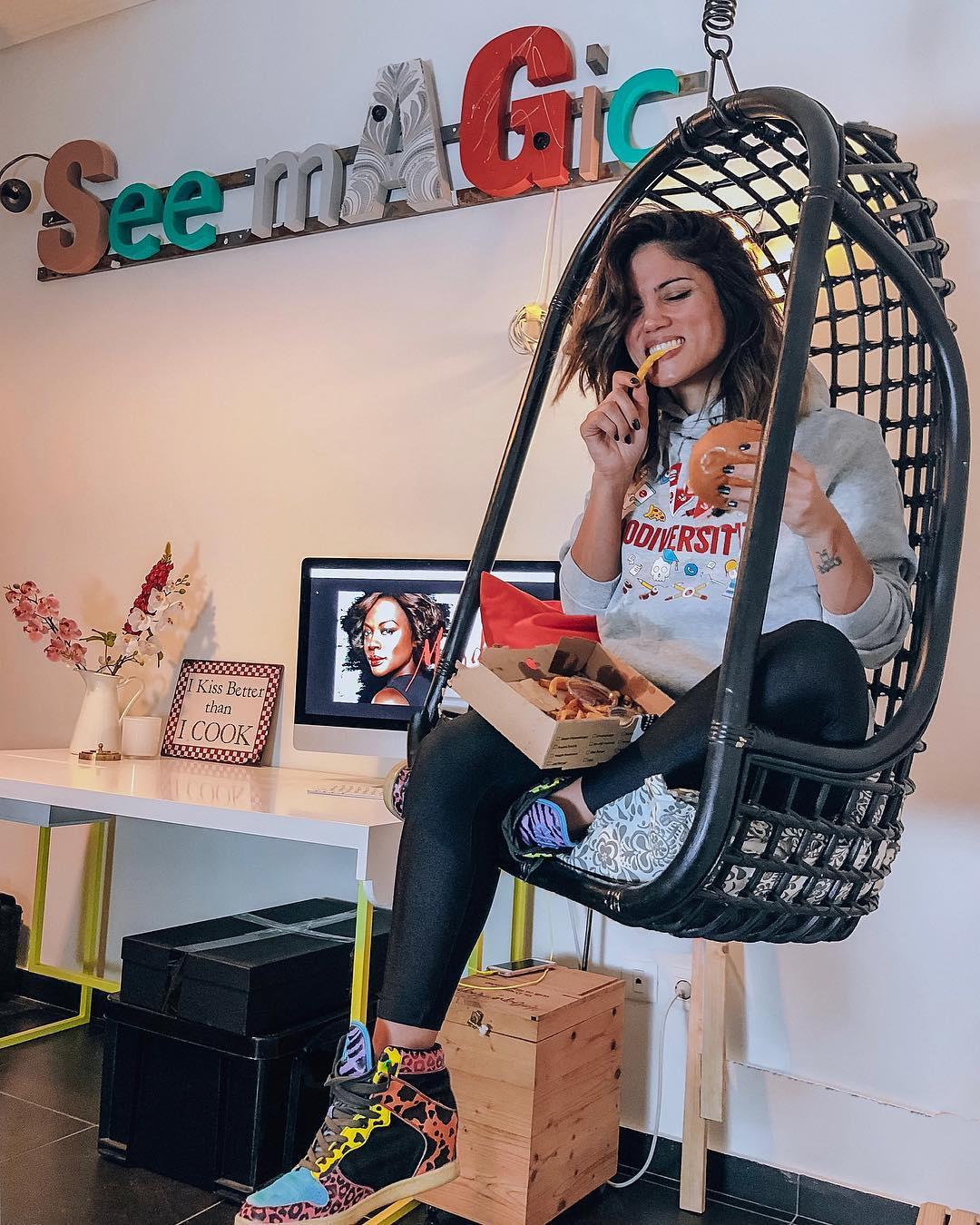 Η Μαίρη Συνατσάκη φωτογραφίζεται μέσα στην μπανιέρα της στο νέο της σπίτι! | tlife.gr
