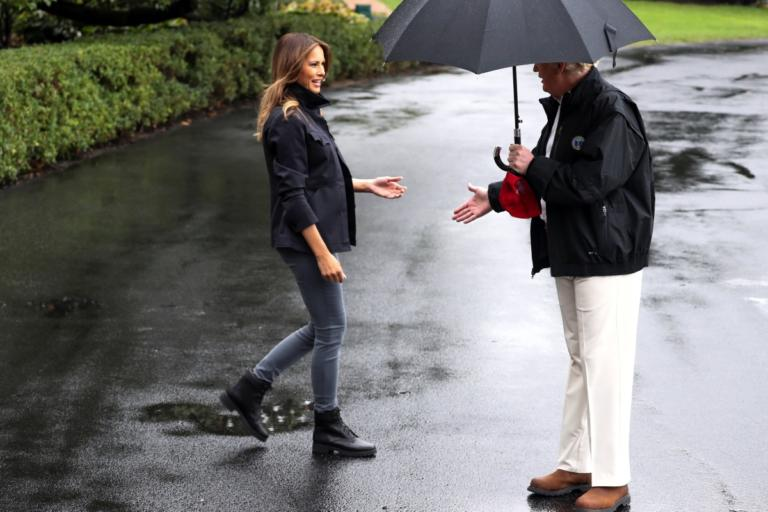 Μελάνια Τραμπ: Βρεγμένη και… παρατημένη στην βροχή! [video, pics] | tlife.gr