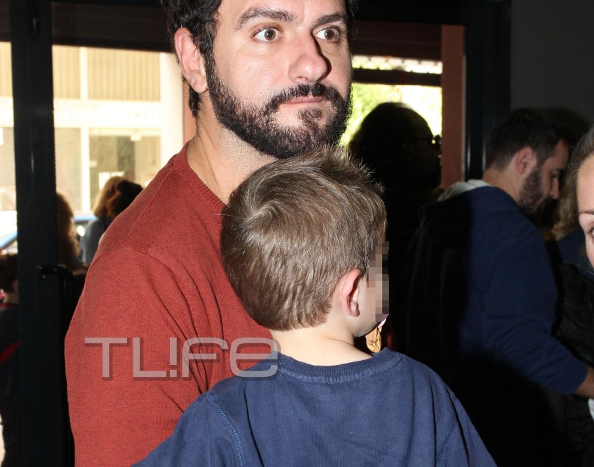 Mελέτης Ηλίας: Με τη σύζυγο και το γιο του σε παιδική παράσταση [pics]   tlife.gr