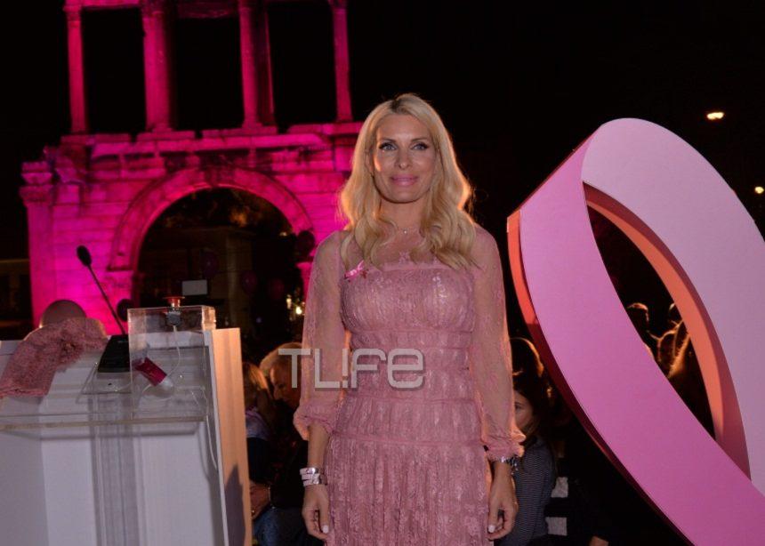 Ελένη Μενεγάκη: «Έκλεψε» τις εντυπώσεις στην φωταγώγηση της Πύλης του Αδριανού  – Φωτογραφίες   tlife.gr