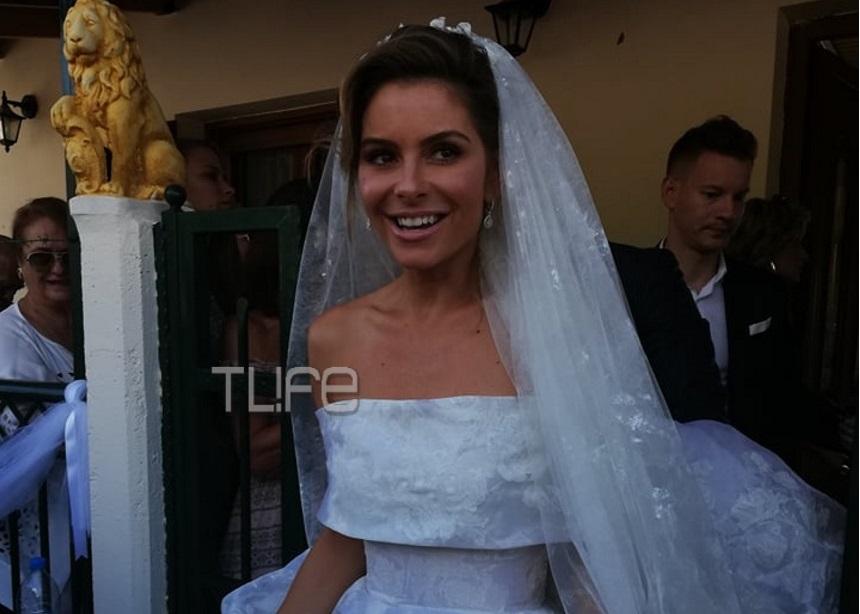 Μαρία Μενούνος: Όλες οι λεπτομέρειες για το νυφικό που επέλεξε την ημέρα του γάμου της