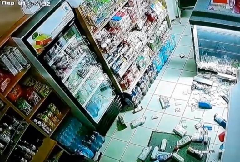 Σεισμός στη Ζάκυνθο: Τα βίντεο του τρόμου! Η στιγμή που τα ρίχτερ χτυπούν το νησί – video | tlife.gr