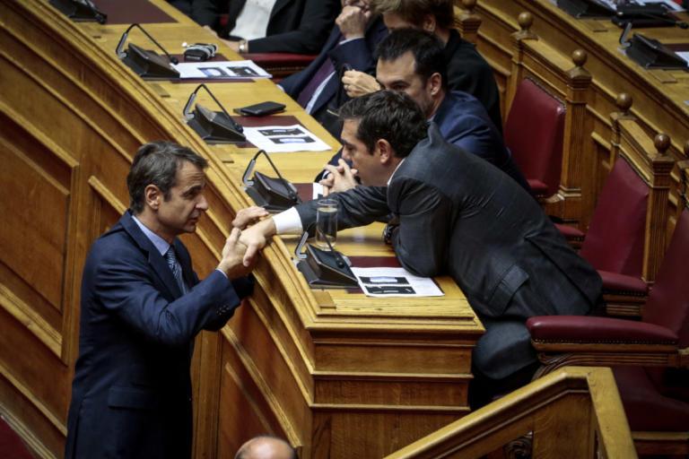 Τσίπρας – Μητσοτάκης: Ανθρώπινη στιγμή στη Βουλή | tlife.gr