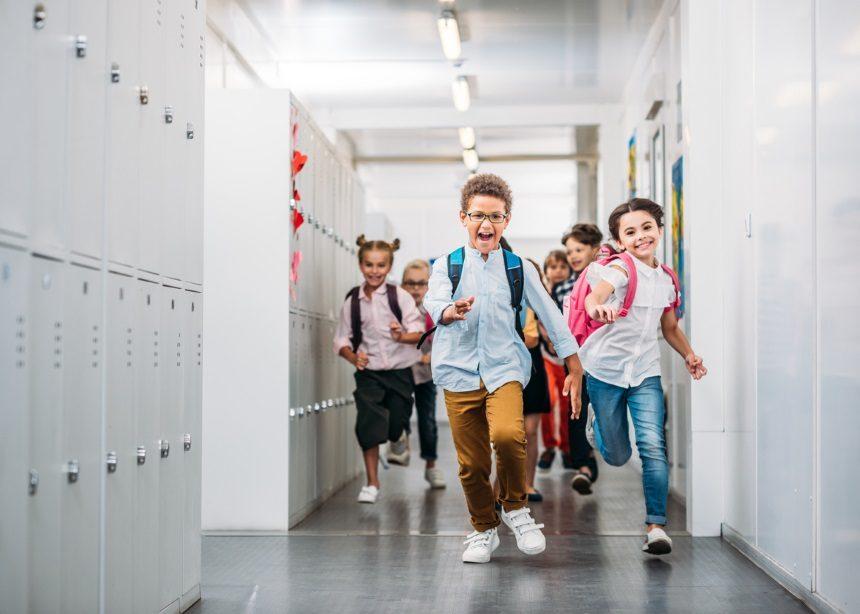 Hey, teacher! Πέντε ερωτήσεις που μπορείς να κάνεις στον δάσκαλο του μικρού σου | tlife.gr