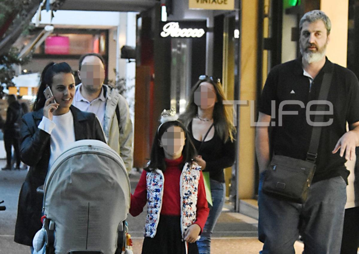 Όλγα Λαφαζάνη – Νίκος Οικονόμου: Βόλτα με τα παιδιά τους στην Κηφισιά![pics] | tlife.gr