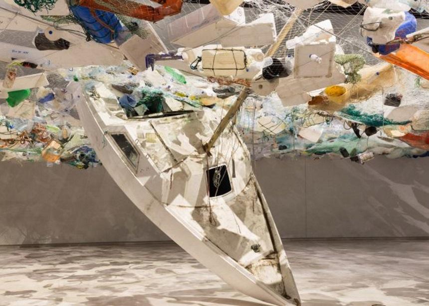 Over Flow: Μία έκθεση σύγχρονης τέχνης φτιαγμένη από πλαστικά απορρίμματα | tlife.gr