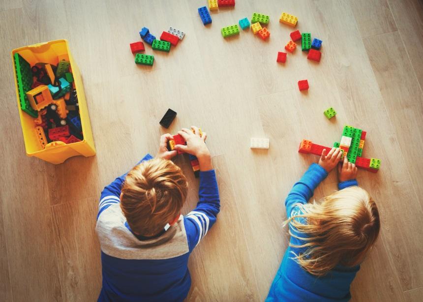 Πέντε τρόποι που το παιχνίδι λειτουργεί εκπαιδευτικά για τα παιδιά προσχολικής ηλικίας