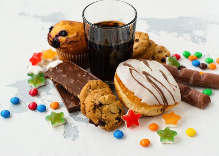 """""""Όταν βαριέμαι τρώω πατατάκια, γλυκά κι έχω κάνει ψωμάκια. Δεν μπορώ να ελέγξω τη διατροφή μου""""   tlife.gr"""