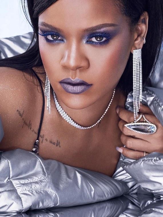 Στο είχαμε πει: η Rihanna ετοίμασε μια σειρά με μερικά τέλεια μεταλλικά προϊόντα!