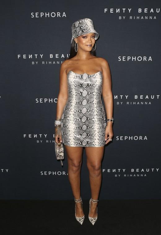 Η Rihanna με Versace | tlife.gr