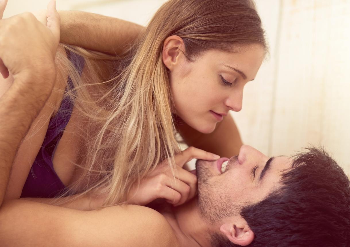 Την ώρα του σεξ: Τι προδίδει την γυναίκα που (μάλλον) απατάει τον σύντροφό της… | tlife.gr