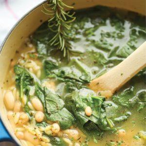 Σούπα με baby σπανάκι, κριθαράκι και φασόλια