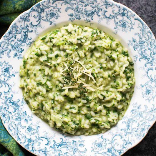 Ριζότο με baby σπανάκι και αρωματικά βότανα | tlife.gr