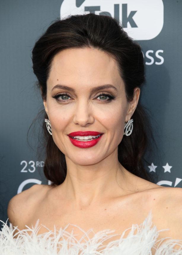 Η Angelina Jolie είναι ξανθιά! | tlife.gr
