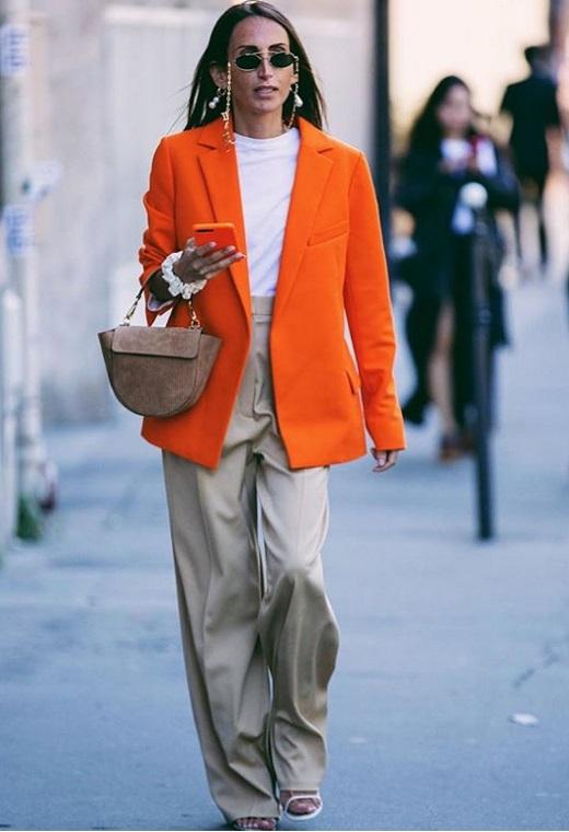 Παρίσι με color blazer   tlife.gr